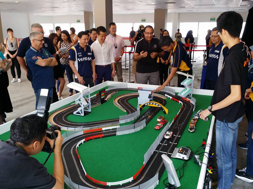 Customized slot car race track